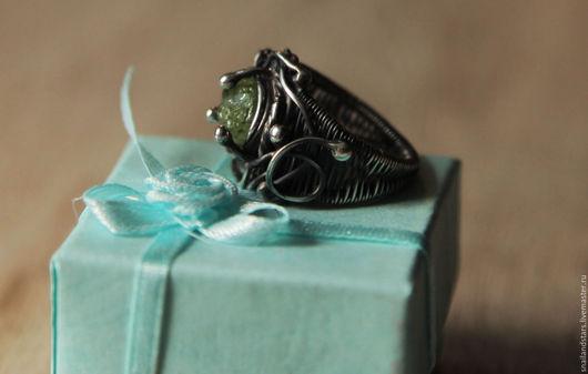 Кольца ручной работы. Ярмарка Мастеров - ручная работа. Купить Серебряное кольцо с хризолитом. Handmade. Комбинированный, необработанный хризолит
