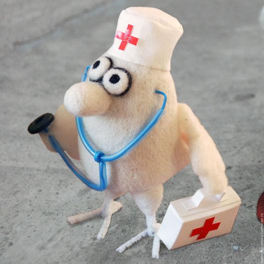 Валяная из шерсти  птичка Доктор из книги `Маленькие, но гордые птички` художника Николая Воронцова( Микола или дядя Коля) желает Вам здоровья.