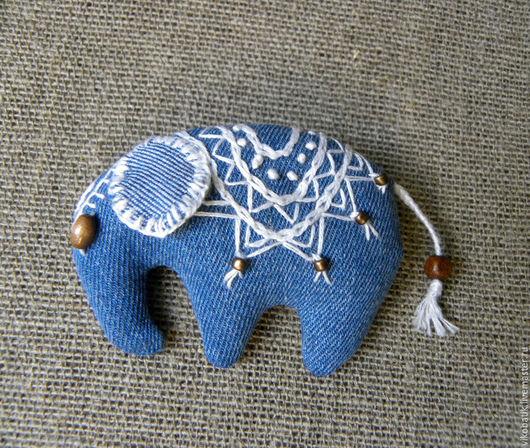 """Броши ручной работы. Ярмарка Мастеров - ручная работа. Купить Брошь """"Слоненок""""джинсовая текстильная с вышивкой голубой белый. Handmade. Брошь"""