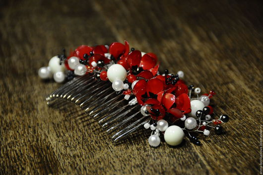 Заколки ручной работы. Ярмарка Мастеров - ручная работа. Купить Гребень для волос с красными маками и молочными бусинами. Handmade. Красный