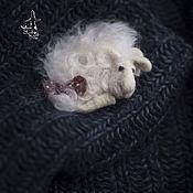 """Аксессуары ручной работы. Ярмарка Мастеров - ручная работа брошь """" Сонная овечка"""". Handmade."""