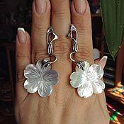 Украшения ручной работы. Ярмарка Мастеров - ручная работа Серьги цветы с белым перламутром в серебре. Handmade.