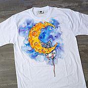 Одежда ручной работы. Ярмарка Мастеров - ручная работа Сырная луна. Футболка с ручной росписью. Handmade.
