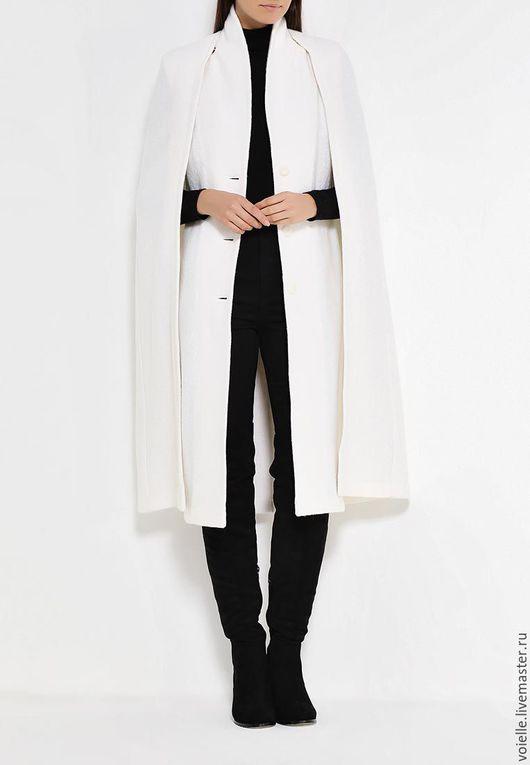 Стильный кейп и пальто без рукавов в одном комплекте. Вы можете носить жилетное пальто без рукавов отдельно и с накидкой. Два самых актуальных и модных изделия сезона в одном!