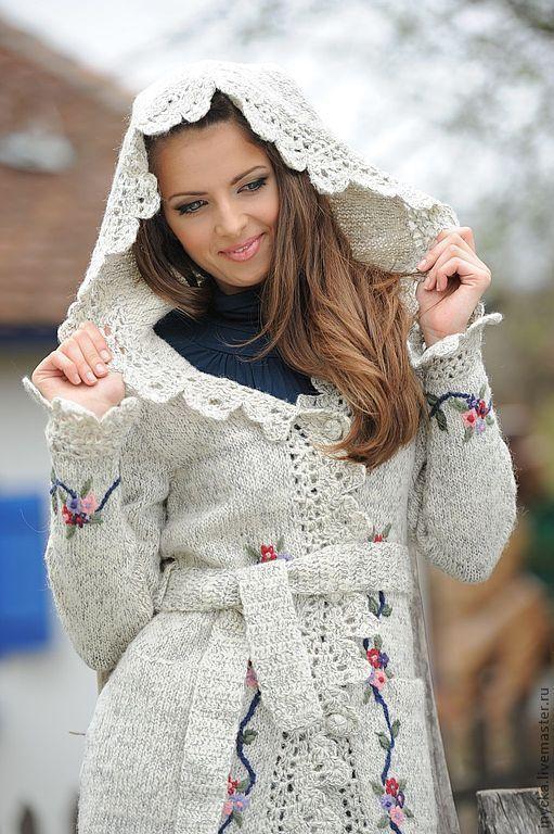 Верхняя одежда ручной работы. Ярмарка Мастеров - ручная работа. Купить Вязаное пальто с капюшоном W12. Handmade. Белый