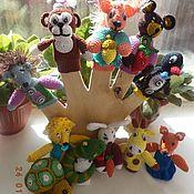 Кукольный театр ручной работы. Ярмарка Мастеров - ручная работа Вязаный пальчиковый театр развивающие игрушки. Handmade.