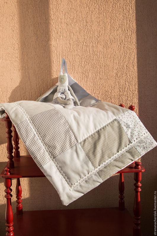 Пледы и одеяла ручной работы. Ярмарка Мастеров - ручная работа. Купить Лоскутное одеяло в стиле Печворк. Handmade. Серый