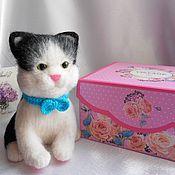 Войлочная игрушка ручной работы. Ярмарка Мастеров - ручная работа Валяный котик Черныш. Handmade.