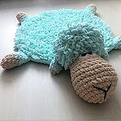 Текстиль ручной работы. Ярмарка Мастеров - ручная работа Вязаный детский  коврик-игрушка из плюшевой пряжи.. Handmade.