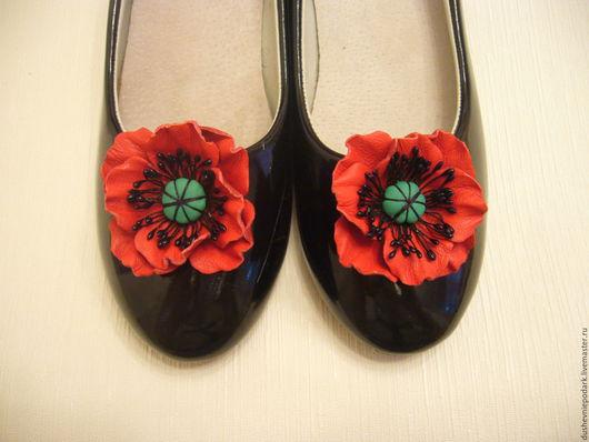 """Украшения для ножек ручной работы. Ярмарка Мастеров - ручная работа. Купить Кожаные броши для обуви """"Маки"""". Handmade. Ярко-красный"""
