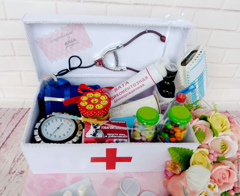 Подарок из конфет врачу фото
