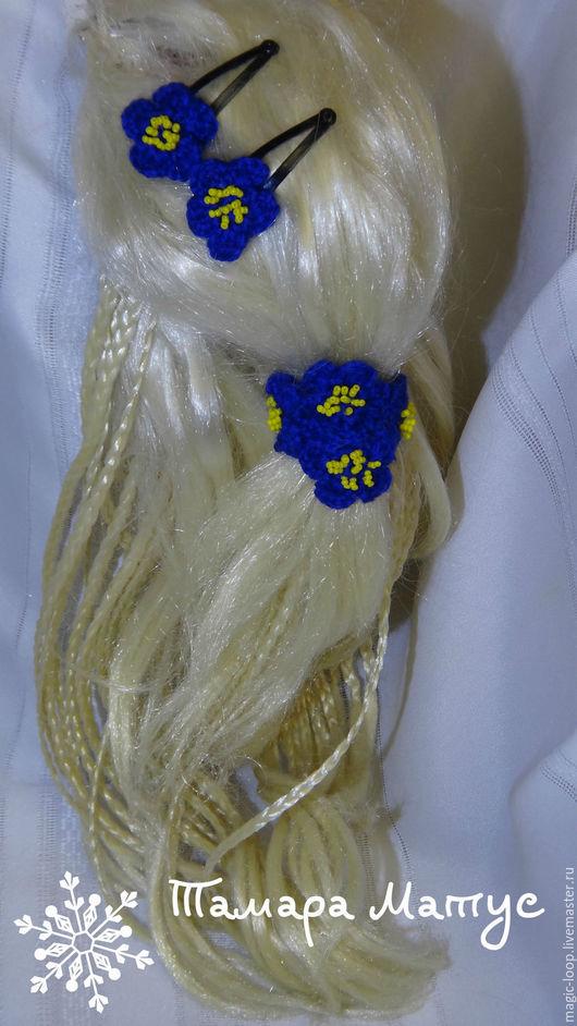 Комплект украшений для волос `Фиалки`  выполнен крючком. Работа Тамары Матус. Ярмарка Мастеров