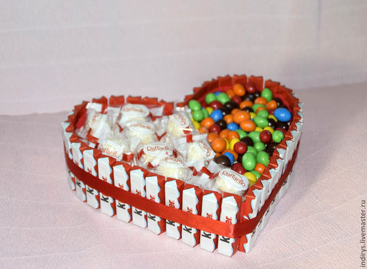 Подарки для влюбленных ручной работы. Ярмарка Мастеров - ручная работа. Купить Торт из киндеров с рафаэлло и M&M. Handmade. Киндер торт