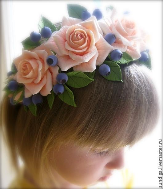 Диадемы, обручи ручной работы. Ярмарка Мастеров - ручная работа. Купить Венок на голову с розами и голубикой. Handmade. Разноцветный