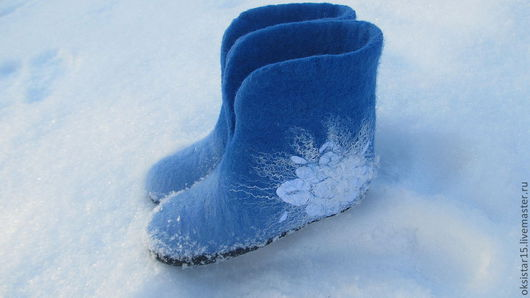 """Обувь ручной работы. Ярмарка Мастеров - ручная работа. Купить Валяные тапочки """"Теплая зима"""":). Handmade. Голубой, зимняя мода"""