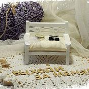 """Свадебный салон ручной работы. Ярмарка Мастеров - ручная работа Подставка для свадебных колец (скамейка)  """"Жених и невеста"""" :)). Handmade."""