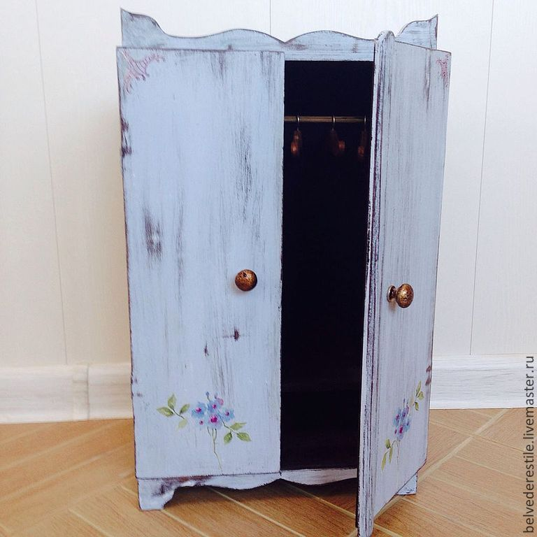 Шкафчик для кукол