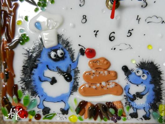 """Часы для дома ручной работы. Ярмарка Мастеров - ручная работа. Купить """"Пирог с ягодкой"""", часы настольные. Handmade. Синий, ягоды"""