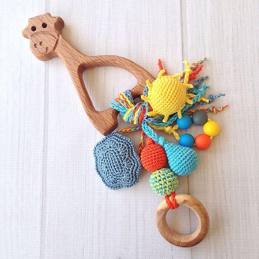 Развивающие игрушки ручной работы. Ярмарка Мастеров - ручная работа. Купить Буковый грызунок Жирафик с подвесками - погремушками из разных бусин. Handmade.