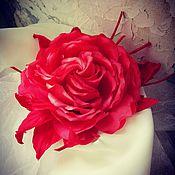 Украшения ручной работы. Ярмарка Мастеров - ручная работа ЦВЕТЫ ИЗ ТКАНИ брошь красная роза. Handmade.