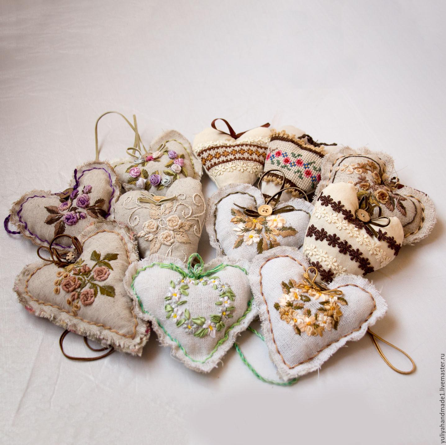Вышивка лентами на сердечки