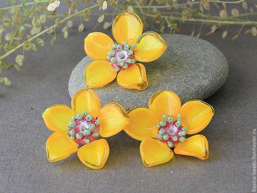 Бусина стеклянная, ручной работы в технике лэмпворк,  для использования в колье, подвеске, браслете. Шикарный 3D цветок  сделает уникальным ваше украшение!