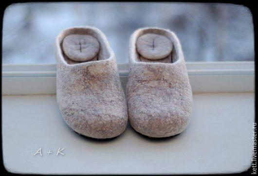 Обувь ручной работы. Ярмарка Мастеров - ручная работа. Купить Валяные тапки без дизайна Войлочные шлёпки Вещий войлок. Handmade.