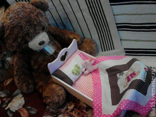 Кукольный дом ручной работы. Ярмарка Мастеров - ручная работа. Купить Кроватка для куклы с комплектом постельного белья. Handmade. Разноцветный