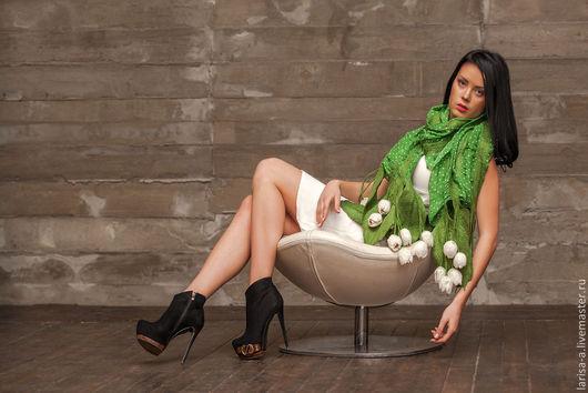 """Шали, палантины ручной работы. Ярмарка Мастеров - ручная работа. Купить Валяный палантин """" Белые тюльпаны"""".. Handmade. Зеленый"""