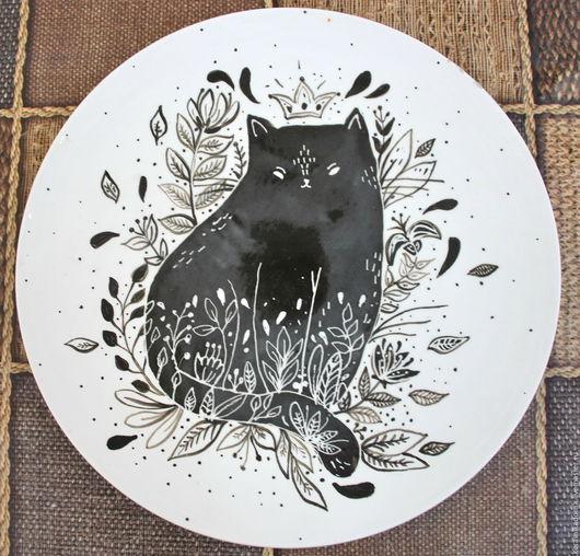 """Тарелки ручной работы. Ярмарка Мастеров - ручная работа. Купить Тарелка """"Дымчатый кот"""". Handmade. Чёрно-белый, тарелка сувенирная"""