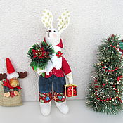 Куклы и игрушки ручной работы. Ярмарка Мастеров - ручная работа Новогодний зайчик. Зайка с новогодним подарком. Заяц с букетом. Handmade.