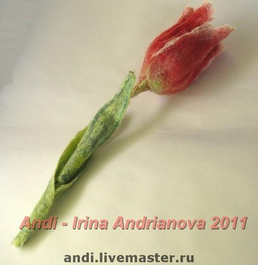 Brooches handmade. Livemaster - handmade. Buy Brooch 'Tulip'.Felt, flower brooch, the author's colouring, english merinos