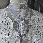 """Украшения ручной работы. Ярмарка Мастеров - ручная работа Кулон-брошь """"Серые розы рококо на льне"""". Handmade."""
