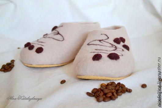 Обувь ручной работы. Ярмарка Мастеров - ручная работа. Купить Валяные тапочки Аромат кофе. Handmade. Бежевый, тапочки из шерсти