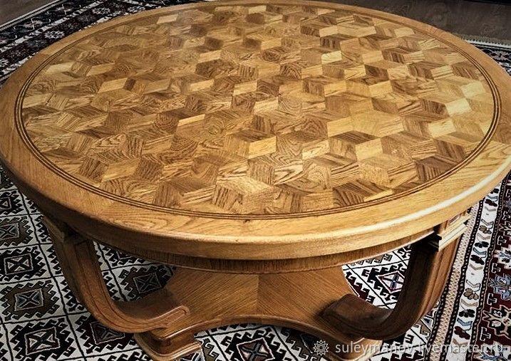 Дубовый круглый журнальный стол.Массив дуба.Наборная крышка стола.