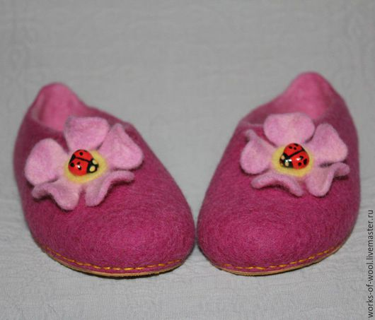 """Обувь ручной работы. Ярмарка Мастеров - ручная работа. Купить Детские валяные тапочки """"На цветке"""". Handmade. Тапочки"""