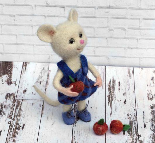 Игрушки животные, ручной работы. Ярмарка Мастеров - ручная работа. Купить Мышка с яблоками. Валяная игрушка из шерсти. Handmade. фелтинг