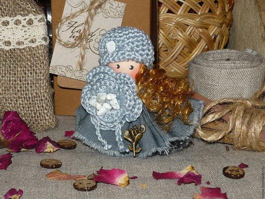 Броши ручной работы. Ярмарка Мастеров - ручная работа. Купить Осенний ветер знает все о нас... Брошь текстильная куколка. Handmade.