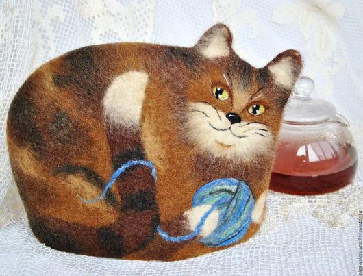 Кухня ручной работы. Ярмарка Мастеров - ручная работа. Купить Кошка с клубочком. Войлочная грелка для чайника.. Handmade. Коричневый, кошечка