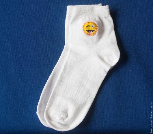 Носки, Чулки ручной работы. Ярмарка Мастеров - ручная работа. Купить Носки с ручной вышивкой крестиком. Handmade. Белый, смайлик