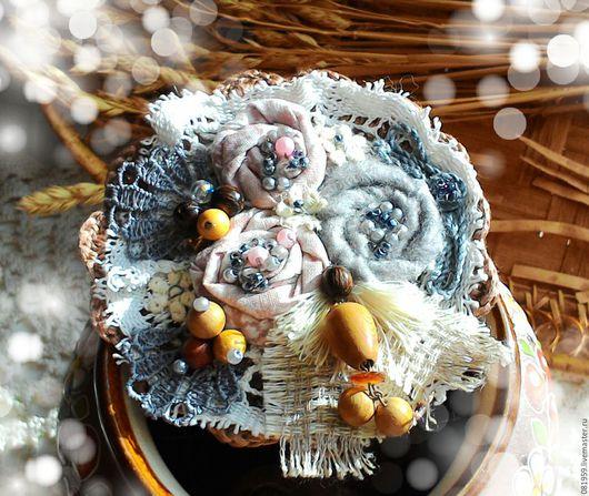 """Броши ручной работы. Ярмарка Мастеров - ручная работа. Купить Текстильная брошь """"Капелька янтаря"""". Handmade. Комбинированный, можжевеловые бусы"""