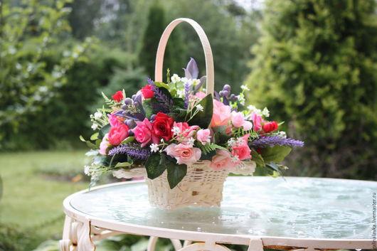 Цветочная интерьерная композиция Прованс в плетеной корзиночке
