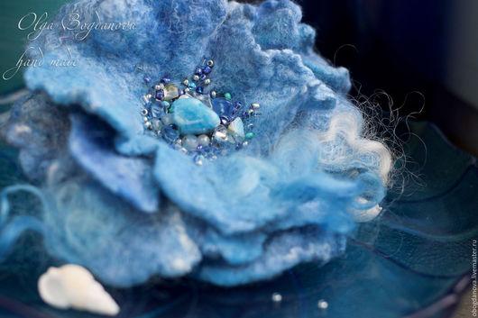 """Броши ручной работы. Ярмарка Мастеров - ручная работа. Купить """"Голубая лагуна"""" брошь цветок валяная. Handmade. Голубой, брошь"""