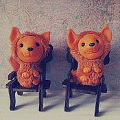 Куклы и игрушки ручной работы. Ярмарка Мастеров - ручная работа Два маленьких лисенка на стульчиках.. Handmade.