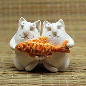 Куклы и игрушки ручной работы. Ярмарка Мастеров - ручная работа Коты с рыбой. Handmade.