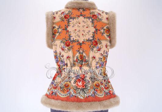 Авторский жилет из павлопосадских платков с отделкой искусственным мехом
