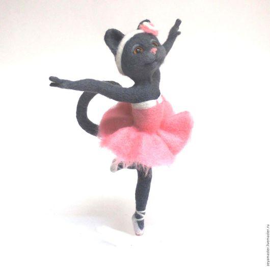 Игрушки животные, ручной работы. Ярмарка Мастеров - ручная работа. Купить Звезда балета. Кошка. Интерьерная игрушка. Статуэтка из шерсти. Handmade.