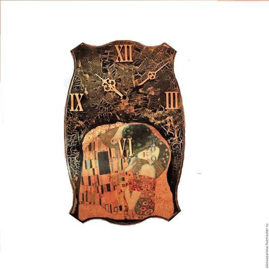 Часы настенные  по мотивам полотна  Густава Климта Поцелуй.