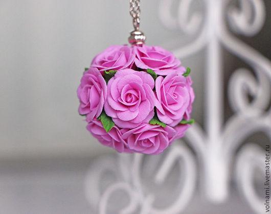 """Кулоны, подвески ручной работы. Ярмарка Мастеров - ручная работа. Купить """"Букетик роз"""". Handmade. Роза, кулон, volnami"""