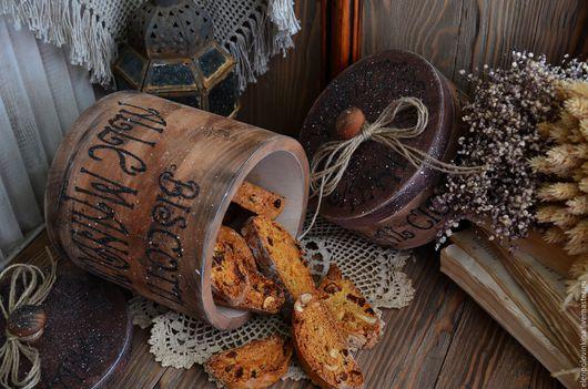 Набор коробов для хранения выпечки и чайных сладостей в стиле старого итальянского кантри.